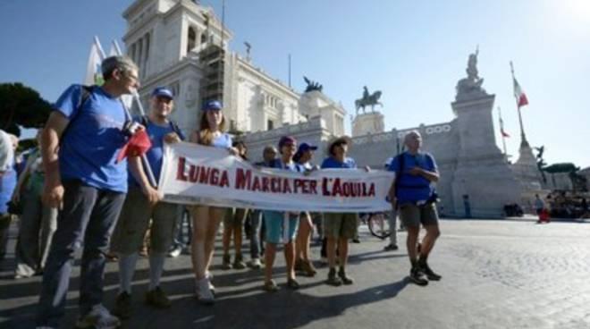 La 'Lunga marcia per L'Aquila' torna a casa