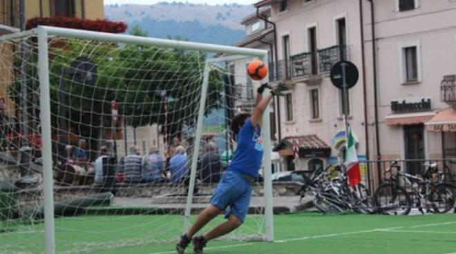 Ovindoli a misura di pallone: Piazza San Rocco diventa un campo da gioco