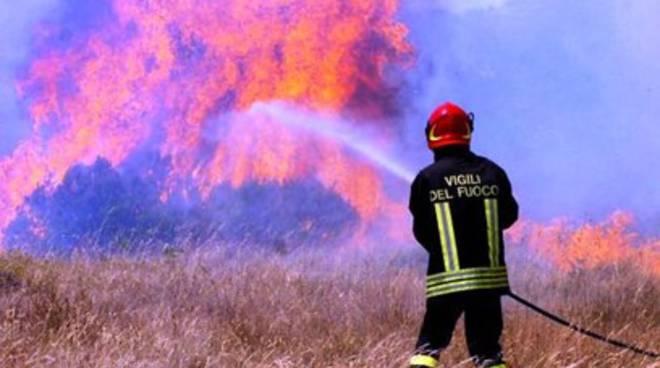 19 roghi: canadair ed elicotteri in azione sull'Abruzzo