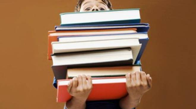 Avezzano 260 rimborsi per i libri di testo scolastici for Libri di testo scolastici