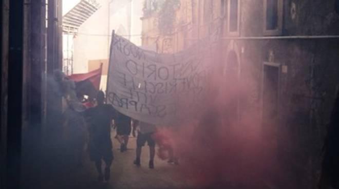Cialente contro manifestanti:  «Oscurata L'Aquila»