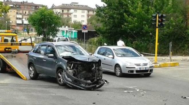 L'Aquila, incidente al semaforo di San Sisto