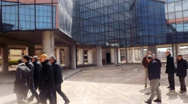 Nuovo Municipio di Avezzano, la promessa: «Immobile alla città»