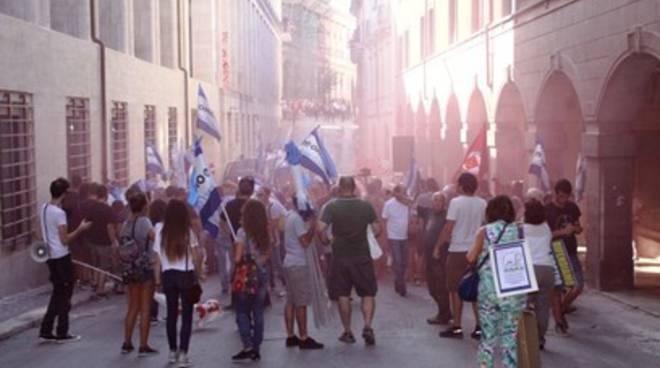 Renzi e gli scontri a L'Aquila: si apre un'inchiesta