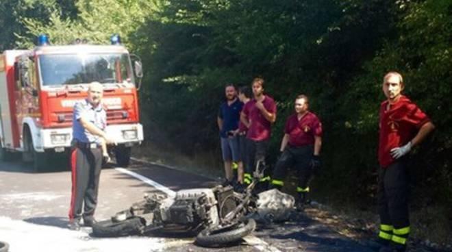 Schianto autocarro-moto, 28enne ferito