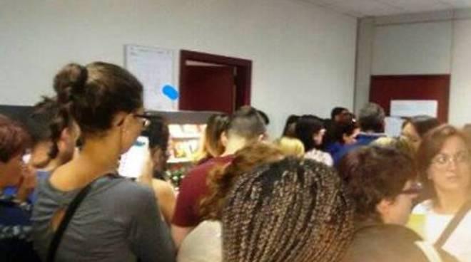 Comune, fila interminabile per ritirare i buoni pasto scolastici