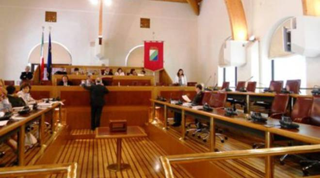Consiglio Abruzzo: seduta aggiornata tre volte