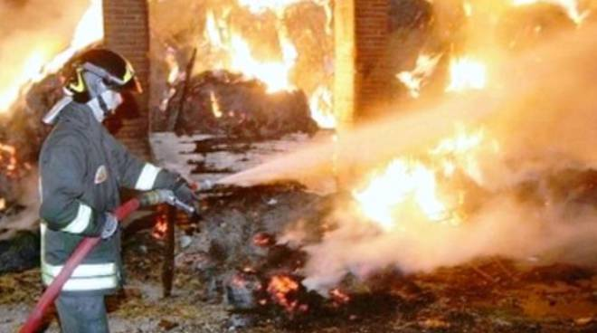 Incendio in un fienile, denunciato aquilano in cura