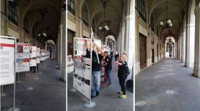 L'Aquila: Jemo 'nnanzi rimuove vecchi cartelloni ricostruzione