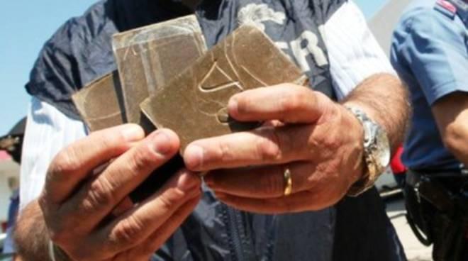 Mercato del fumo fra Marche e Abruzzo: blitz dei Carabinieri
