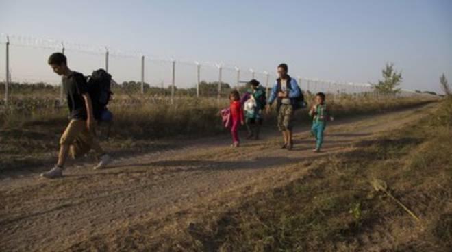 Migranti: «Tutti in marcia per gli uomini scalzi»