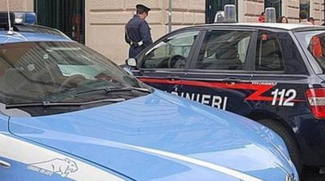 Offende carabinieri e danneggia auto Polstrada, arrestato