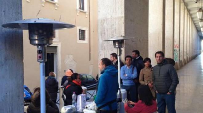 Precari Comune, continua il presidio a Palazzo Fibbioni
