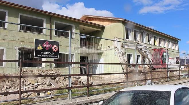 Demolizione scuola Montereale