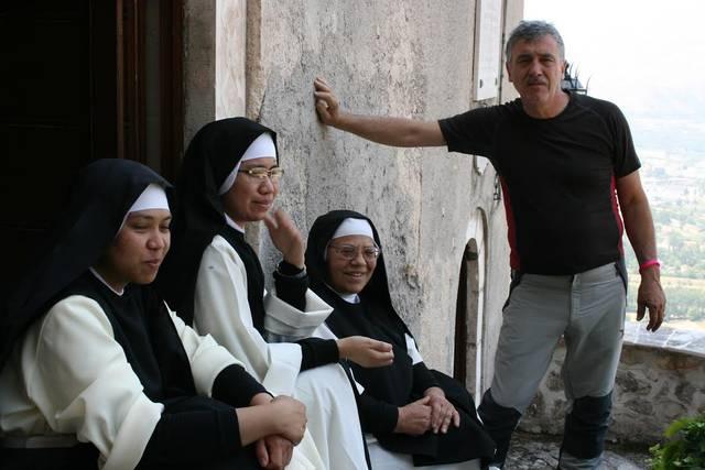 Le Celestine di San Basilio dell'Aquila. Verso l'eremo di San Onofrio. Fotografie di Vincenzo Battista.