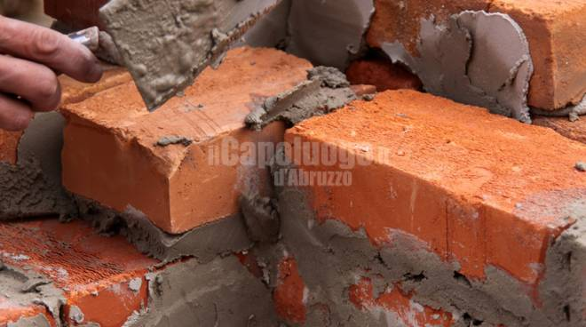 muro in costruzione