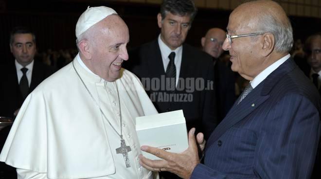 Papa Francesco riceve Croce Coccopalmieri