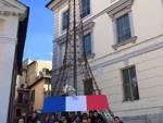 Solidarietà a Parigini, miniatura Tour Eiffel a Rocca di Mezzo