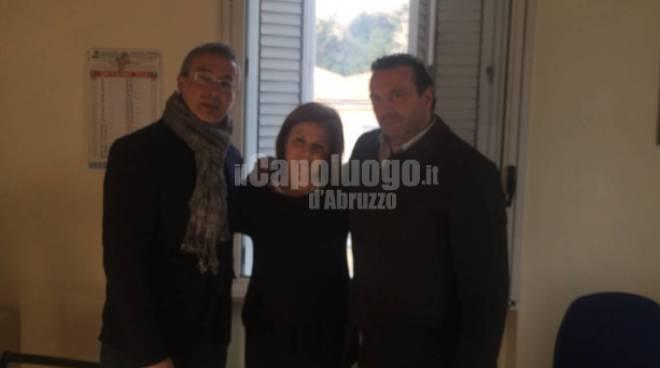 Azienda aquilana dona defibrillatore a scuola elementare Pescina