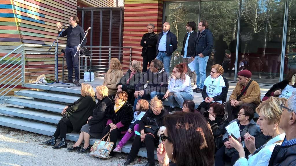 altre foto folla tutti convocati