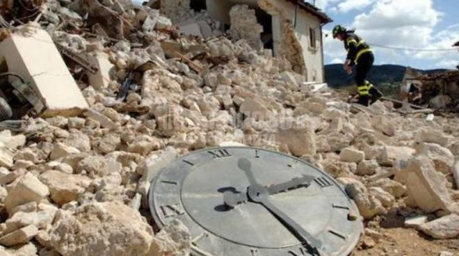 orologio terremoto distrutto