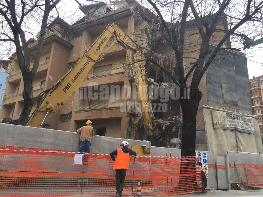 viale della croce rossa, palazzo demolito