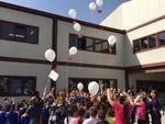 palloncini bianchi per ricordare le vittime del sisma