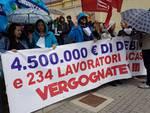 altre foto manifestazione contro licenziamenti call center globe network