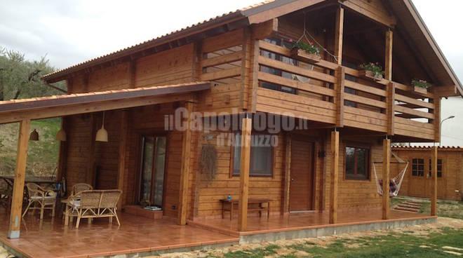 La rivolta delle casette post sisma il capoluogo - Case di legno da giardino ...