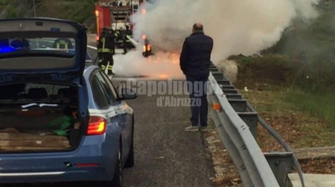 incendio auto a 24