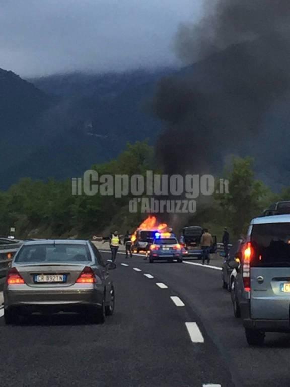 incendio auto A24