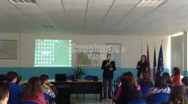 polizia nelle scuole contro il bullismo