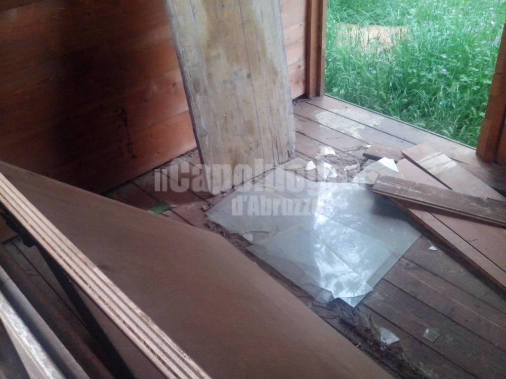 casette in legno abbandonate alla funiva