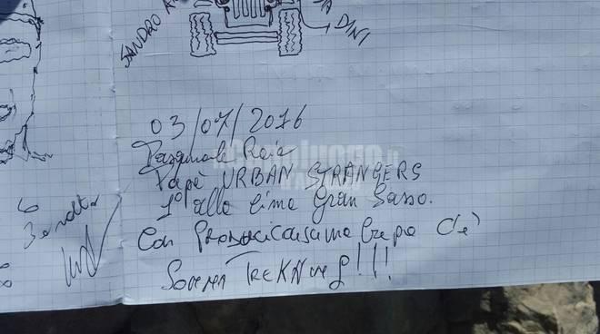 diario di vetta gran sasso: scritte somma trekking