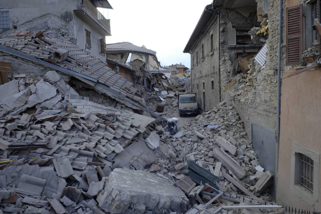 Case Di Pietra Terremoto : Terremoto il duomo a venzone si ricostruì pietra su pietra