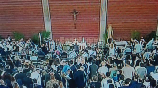 funerali vittime marchigiane terremoto