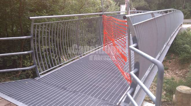 ponte pedonale paganica ancora chiuso 2 agosto 2016