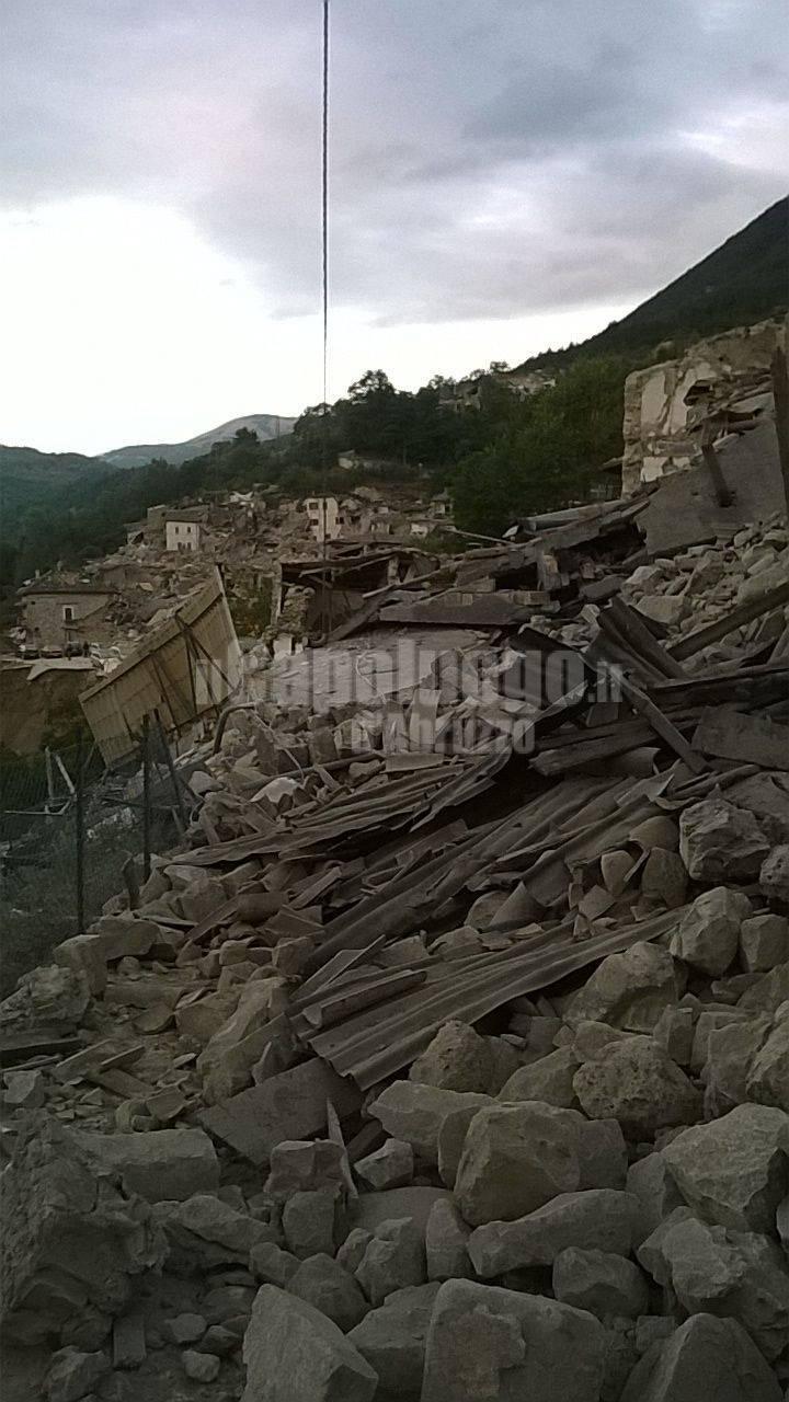 terremoto amatrice foto soccorritori aquilani