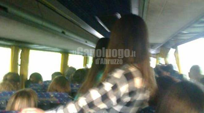 bus tua: si viaggia in piedi
