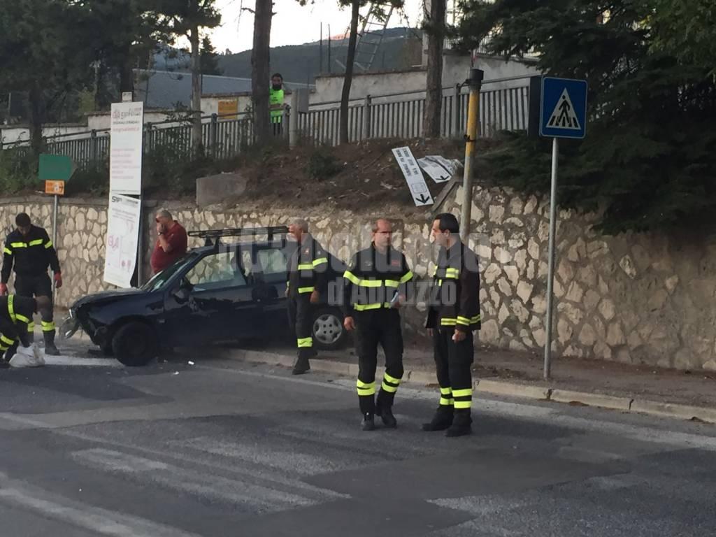 incidente davanti ai vigili del fuoco