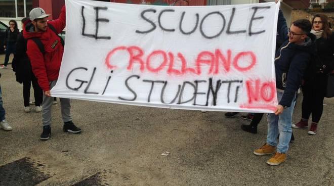 manifestazione scuola sicura 18 novembre cotugno da vinci