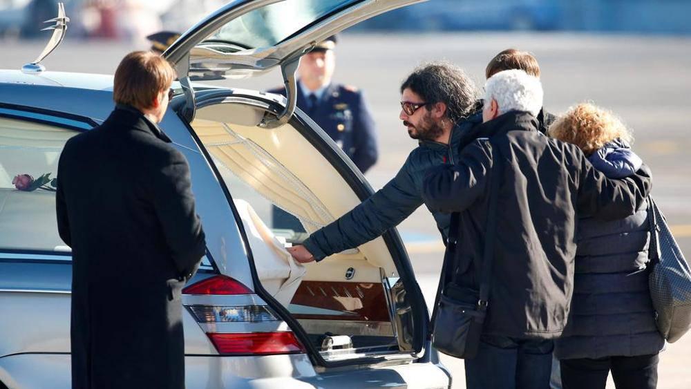 Berlino: ne' tv ne' fotografi in chiesa per funerali di Fabrizia