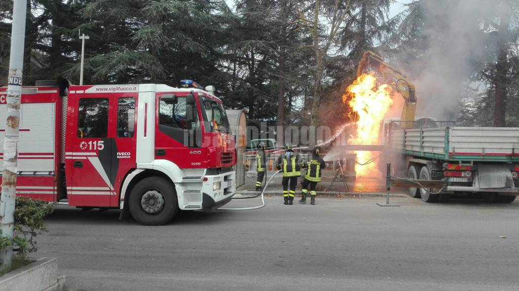 incendio piazzale paoli: scoppia tubatura