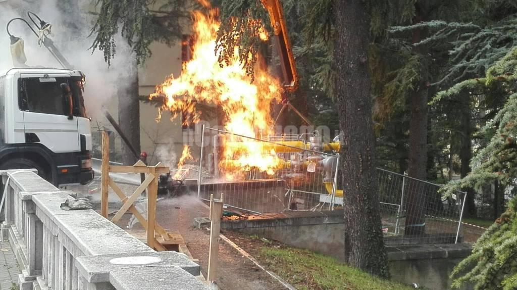 Incendio durante lavori villa all'Aquila