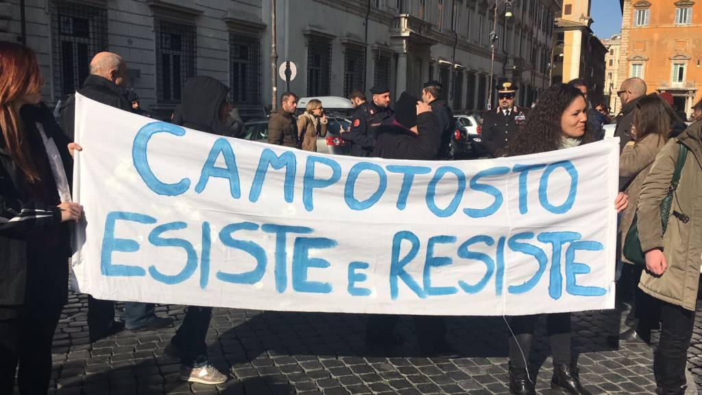 campotosto manifestazione roma