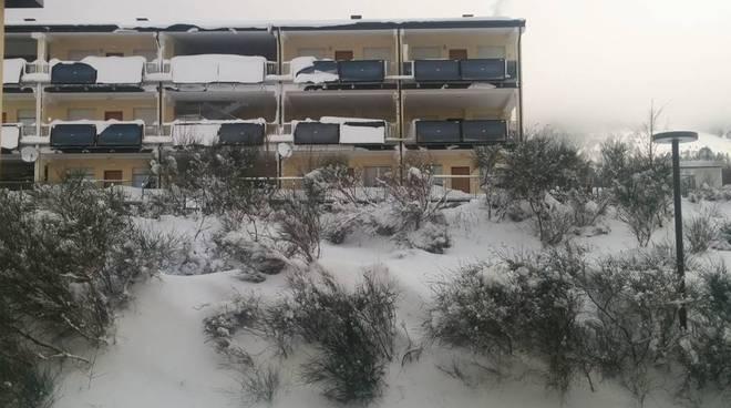 progetto case assergi sommerso dalla neve
