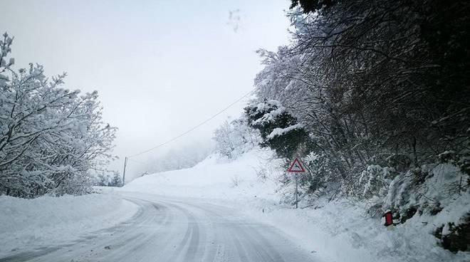 strada valle subequana neve