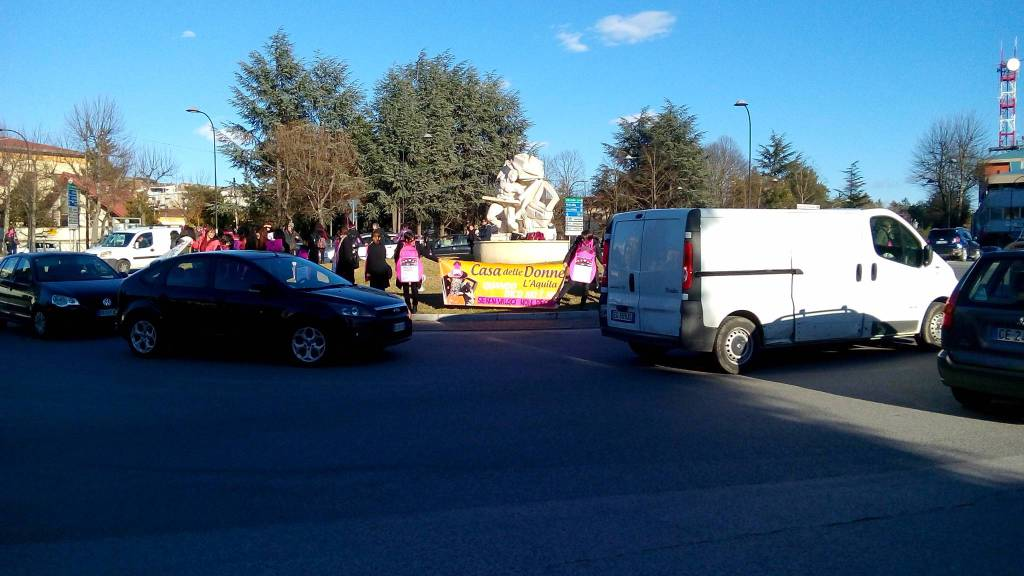 giornata internazionale della donna: manifestazione all'Aquila