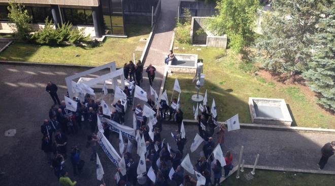 manifestanti via megalò in regione