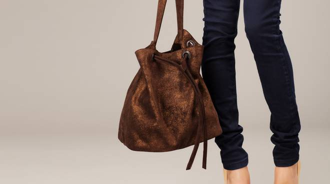 brand new 74154 86a7f Mal di schiena, no a jeans attillati e scarpe aperte - Il ...